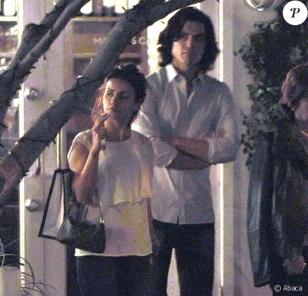 Monica Cruz, sa mère Encarna et son boyfriend Alex Gonzalez vont dîner ensemble le 25 janvier 2011, non loin du Cedars Sinai Center à Los Angeles où Penélope Cruz a accouché