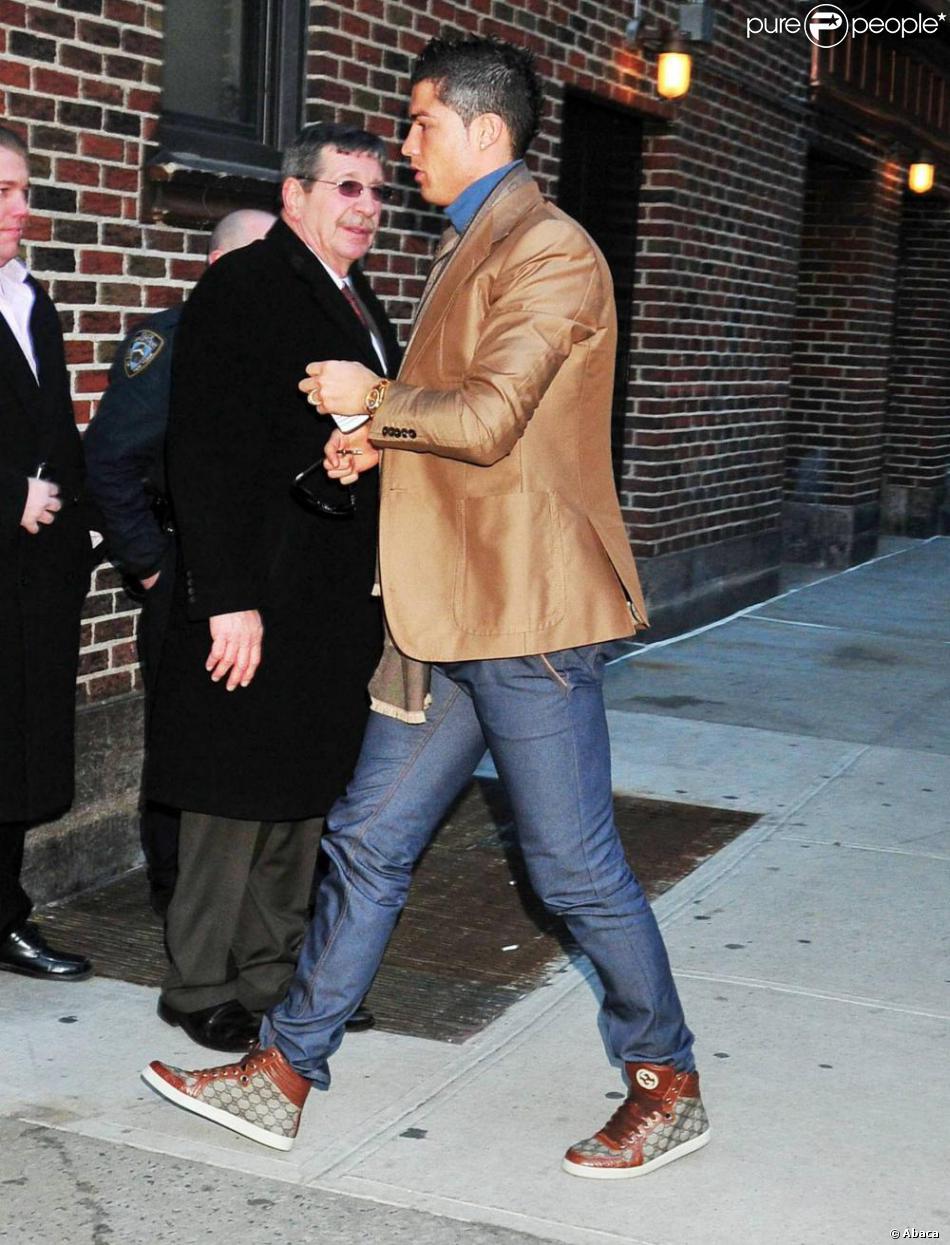 86e7c063d4acc9 Cristiano Ronaldo arrive au Théâtre Ed Sullivan pour le talk show de David  Letterman le 15 février 2011 à New York