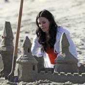 Courteney Cox : A 46 ans, elle retombe en enfance sur la plage...