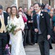 Au mariage de Lady Katie Percy, le 26 février 2011, célébré au château d'Alnwick de son père le duc de Northumberland, Chelsy Davy (en bleu) a fait un retour remarqué sur le sol britannique, avec Pippa Middleton (en noir et fuchsia).