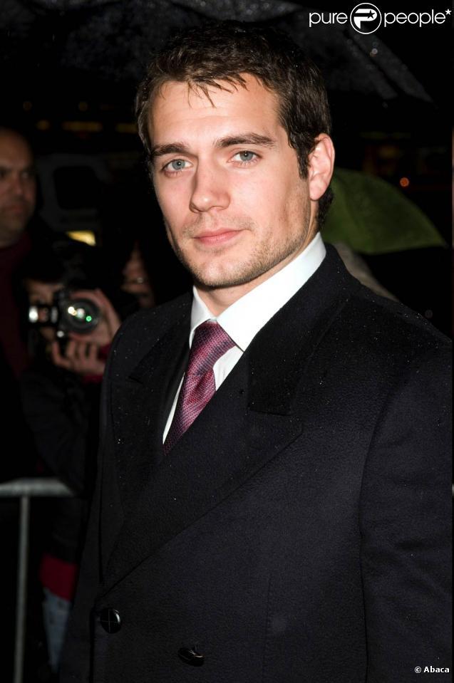 Entre le nouveau Superman Henry Cavill et la cavalière britannique star Ellen Whitaker, une belle romance est née...