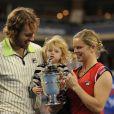 Mariée au basketteur Brian Lynch et maman d'une petite Jada âgée de 3 ans, Kim Clijsters n'a qu'une idée en tête : adopter un enfant.