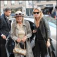 Kate Moss et sa mère font du shopping à Paris le 22 mars 2011