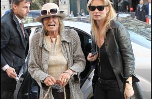 Kate Moss : Virée shopping à Paris avec sa maman, au look branché !