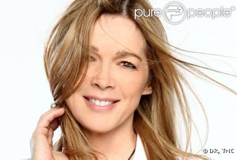 Hélène Rollès arrive dans  Les Mystères de l'Amour  à partir du samedi 2 avril.
