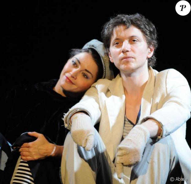 Raphaël et Emma de Caunes sur les planches du Théâtre du Rond-Point en février 2011.
