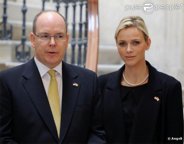 Albert de Monaco et Charlene visitent la mairie de Dublin, en Irlande, le 5 avril 2011.