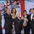 Tout le casting est invité sur le plateau de Vivement Dimanche pour la promotion du film La Croisière, diffusé le 6 avril 2011 (diffusé le 10 avril 2011)