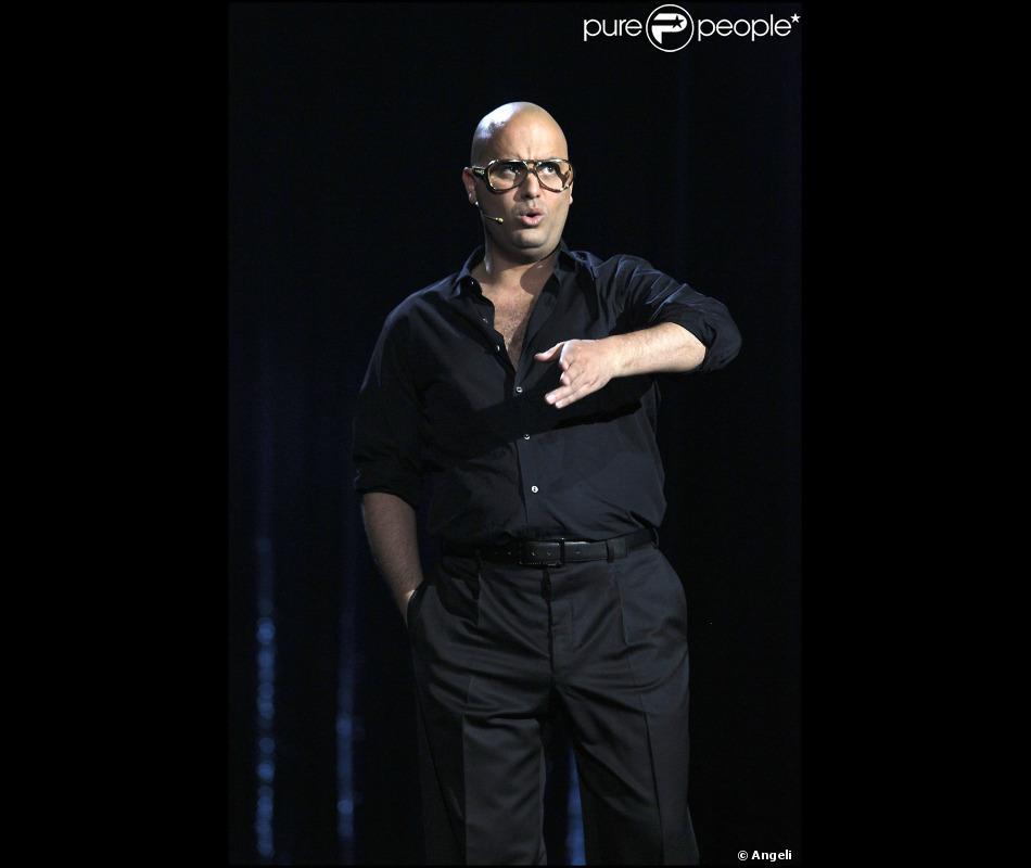 j r me commandeur lors de la derni re de son spectacle au casino de paris le 9 avril 2011. Black Bedroom Furniture Sets. Home Design Ideas