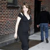 Tina Fey : enceinte et resplendissante, elle continue la promo !