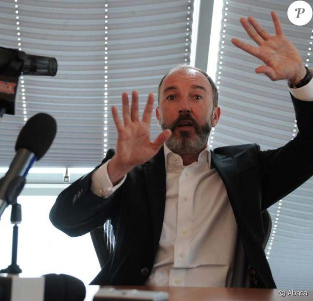 Pierre Bellanger donne une conférence de presse depuis son bureau dans les locaux de Skyrock, le 14 avril 2011.
