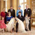La princesse Mary et le prince Frederik de Danemark avec leurs deux grands enfants Christian et Isabella et leurs jumeaux, le prince Vincent et la princesse Joséphine, dans la grande salle de leur demeure (le palais Frederik VIII), le 14 avril 2011, quelques heures après le baptême des deux chérubins.   Ils sont entourés des grands-parents : John Donaldson, le père de Mary, avec sa compagne Susan Moody, et la reine Margrethe avec le prince consort Henrik, toujours de mèche avec son petit-fils Christian !