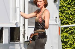 Milla Jovovich occupe ses pauses pendant les tournages par des baisers volés !