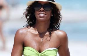 Kelly Rowland plus sexy que jamais, entre plage dorée et baignades !