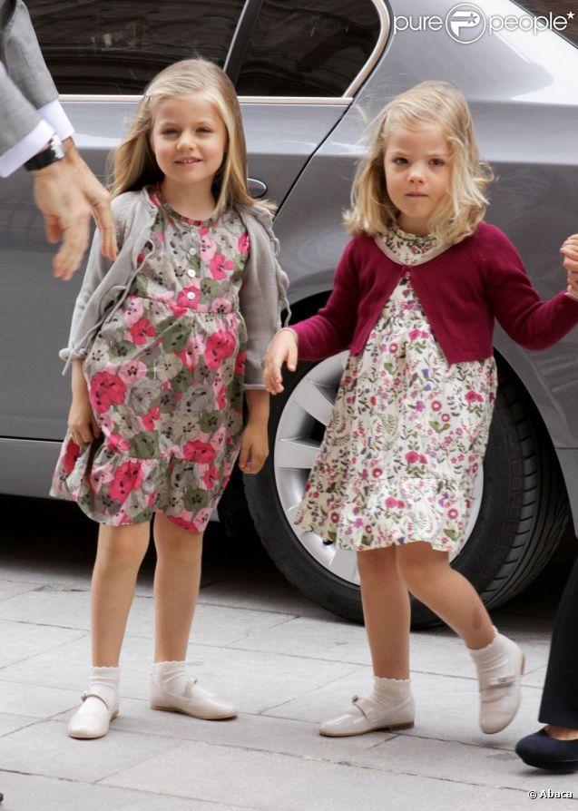 Leonor et Sofia d'Espagne ont fait sensation lors de la messe de Pâques célébrée à Palma de Majorque le 24 avril 2011