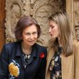 Letizia d'Espagne et sa belle-mère Sofia d'Espagne lors de la messe de Pâques à Palma de Majorque le 24 avril 2011