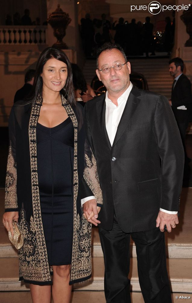 Soirée Ralph Lauren le 27 avril 2011 à Paris, où Zofia, la femme de Jean Reno, a dévoilé son ventre rond.