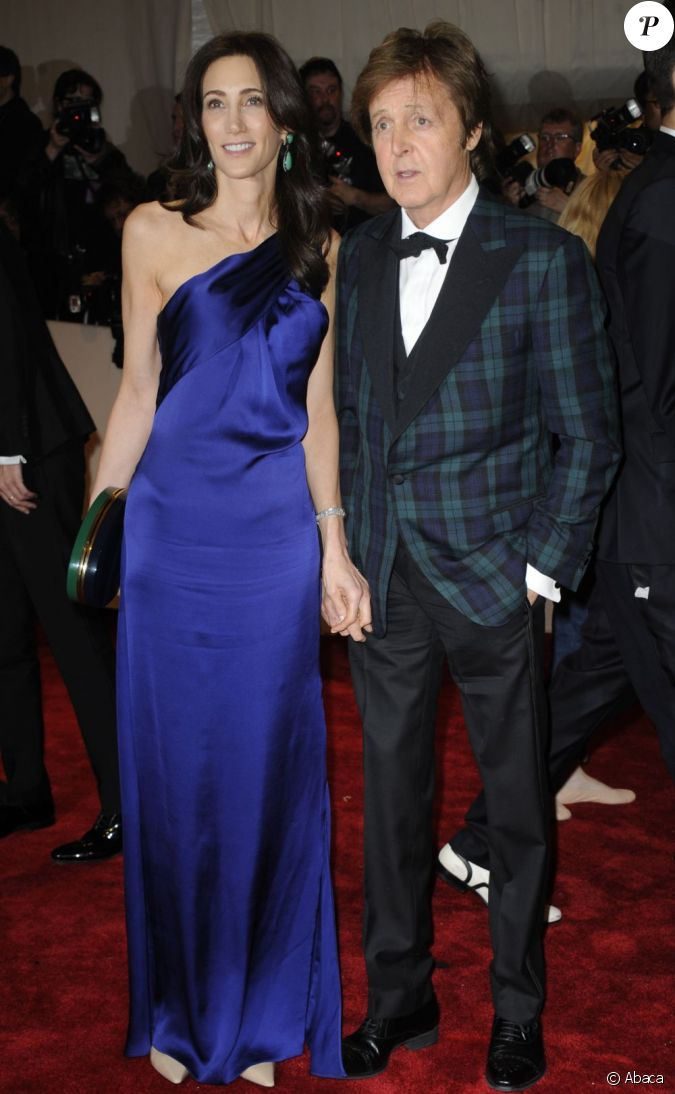 paul mccartney et nancy shevell lors du met ball organis new york le 2 mai 2011. Black Bedroom Furniture Sets. Home Design Ideas