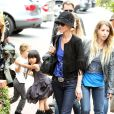 Laeticia Hallyday et sa fille Jade à Santa Monica le 17 avril 2011