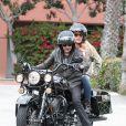 Johnny Hallyday et une amie à Santa Monica le 17 avril 2011