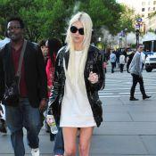 Taylor Momsen : cigarette et mini robe, la lolita trash ne s'arrange pas...