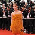 Au 61ème Festival de Cannes, Mélanie Laurent ose une robe en plume signée Sonya Rykiel. Cannes, mai 2008