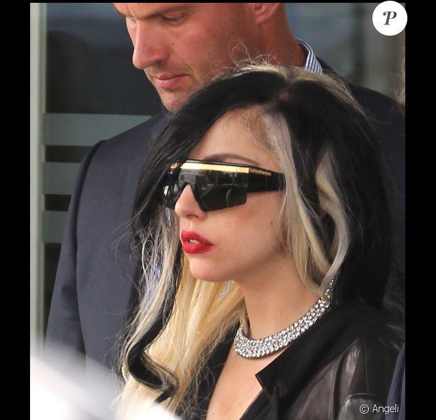 Lady Gaga est arrivée à Paris ce mardi 10 mai 2011. Eh on ne peut pas dire qu'elle voyage léger !