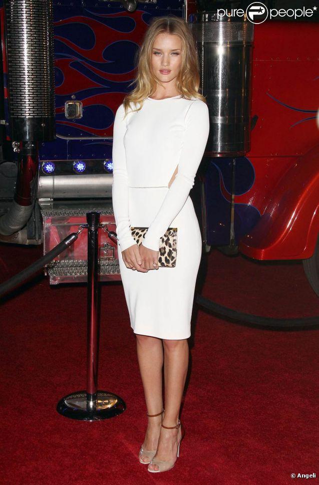 Rosie Huntington-Whiteley à l'occasion de la soirée organisée par le magazine  Maxim  pour le classement des 100 stars les plus sexy, à l'Eden d'Hollywood, à Los Angeles, le 11 mai 2011.