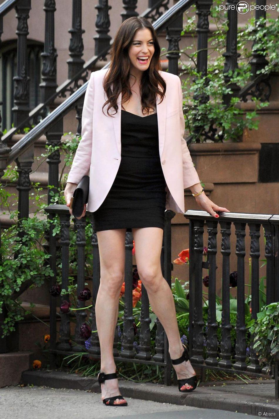 Robe rose et veste noir