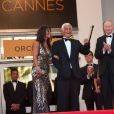 "Jean-Paul Belmondo et Barbara Gandolfi lors de la projection de ""Belmondo, ititnéraire..."", le 17 mai 2011, à Cannes."