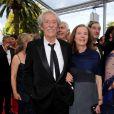 """Jean Rochefort et sa femme Françoise Vidal lors de la projection du documentaire """"Belmondo, itinéraire..."""", le 17 mai 2011, dans le cadre du 64e festival de Cannes."""