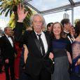 """Jean Rochefort et sa femme Françoise lors de la projection du documentaire """"Belmondo, itinéraire..."""", le 17 mai 2011, dans le cadre du 64e festival de Cannes."""