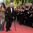 """Barbara Gandolfi et Jean-Paul Belmondo lors de la projection du documentaire """"Belmondo, itinéraire..."""", le 17 mai 2011, dans le cadre du 64e festival de Cannes."""