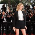 Eva Herzigova lors de la montée des marches du film La Conquête le 18 mai 2011 à l'occasion du 64e Festival de Cannes