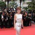 Shirley Bousquet lors de la montée des marches du film La Conquête le 18 mai 2011 à l'occasion du 64e Festival de Cannes