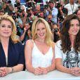 Catherine Deneuve, Ludivine Sagnier et Chiara Mastroianni lors du photocall du film Les Bien-aimés au festival de Cannes le 21 mai 2011
