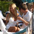 Shauna Sand et un ami à l'anniversaire de Christian Audigier dans son ranch de Topanga Canyon à Malibu le samedi 21 mai 2011