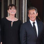 Carla Bruni : Nicolas Sarkozy s'extasie sur son ventre de future maman mutine !