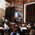 La première dame et chanteuse Carla Bruni-Sarkozy était l'invitée exceptionnelle du 4e MicroShow, le 30 mai 2011 à Paris, à l'initiative de Microworld.org. L'atelier Kuntzel+Deygas, dans le XVIIIe arrondissement, accueillait ce moment privilégié.