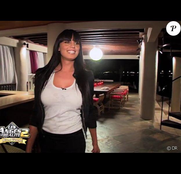 Astrid fait son arrivée dans la maison dans Les Anges de la télé-réalité : Miami Dreams le 30 mai 2011