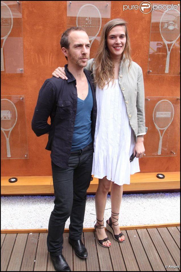 Calogero et son amie au tournoi de Roland-Garros, le lundi 30 mai 2011.