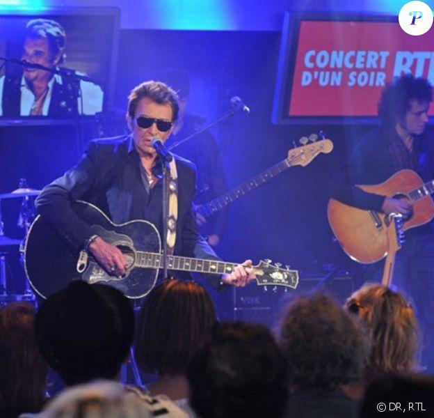 Johnny Hallyday donne un concert privé pour ses fans chez RTL, à Paris, le 30 mai 2011.