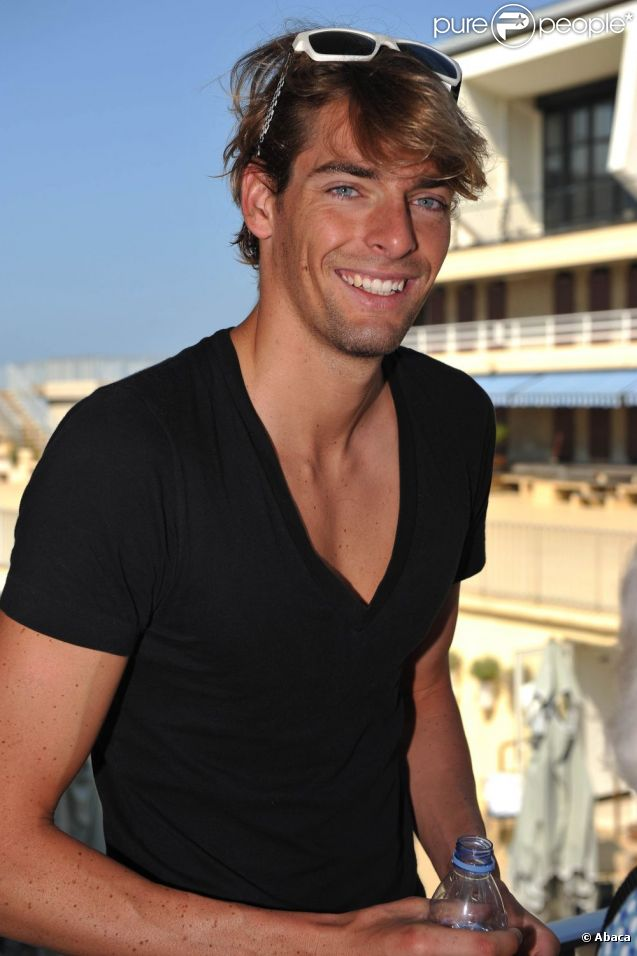camille lacourt est devenu le chouchou des marques et c 39 est tant mieux on peut admirer. Black Bedroom Furniture Sets. Home Design Ideas