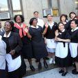 Des femmes de chambre manifestent leur mécontentement devant le tribunal de New York, lors de l'audience de DSK, le 5 juin 2011.