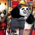 Jean-Claude Van Damme fait du kung fu avec un panda