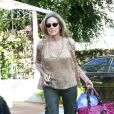 Après le shopping, l'actrice Sharon Stone est allée au salon de coiffure, le lundi 14 juin à Los Angeles.