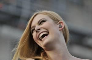 Elodie Frégé : Entre french kiss et gay pride, la douce blonde a fait cap au Sud