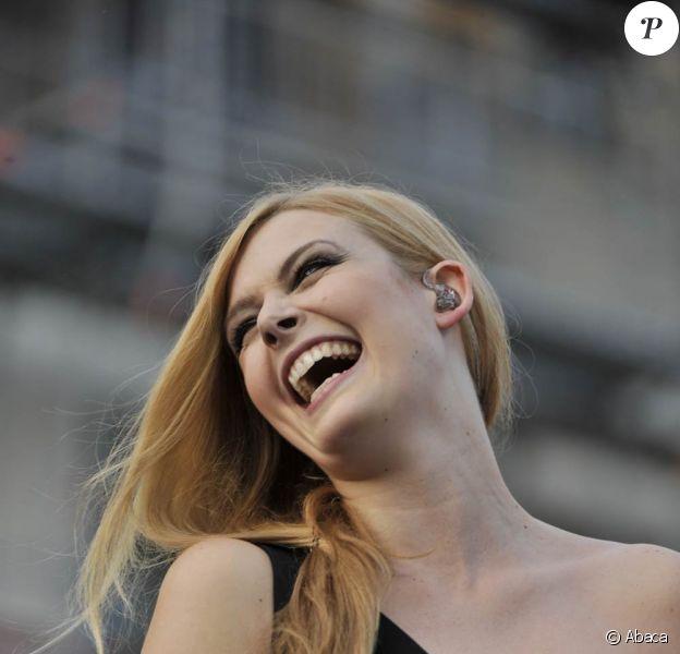 Elodie Frégé était en concert à Nice le 17 juin 2011, dans le cadre du Salon du livre de la cité azuréenne.