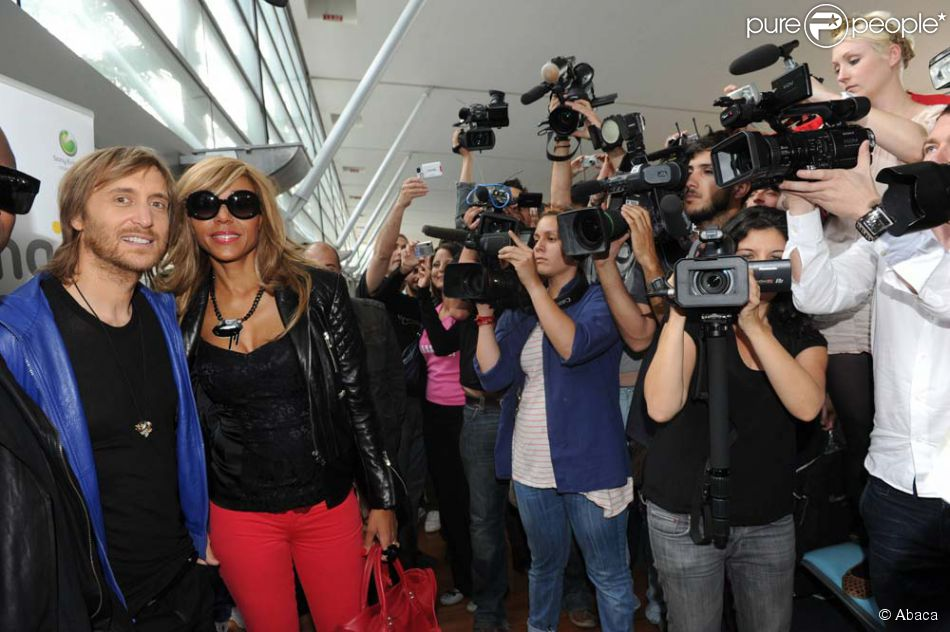 david et cathy guetta arrivent ibiza mai 2011 purepeople. Black Bedroom Furniture Sets. Home Design Ideas