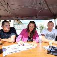 Au meeting de Carcassonne, le 19 juin 2011, Laure Manaudou, son chéri Frédérick Bousquet et son frère Florent n'ont pas lésiné sur les autographes !